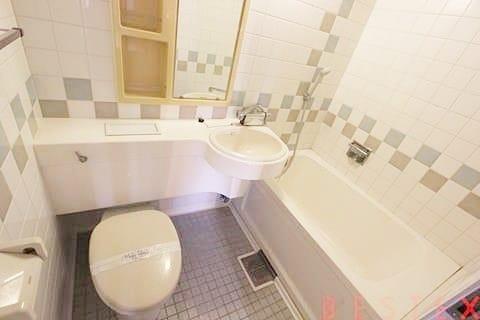 広々バスルーム