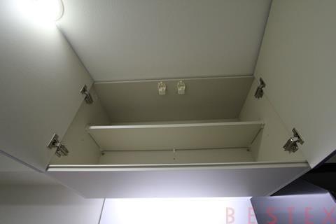 キッチン上部の棚