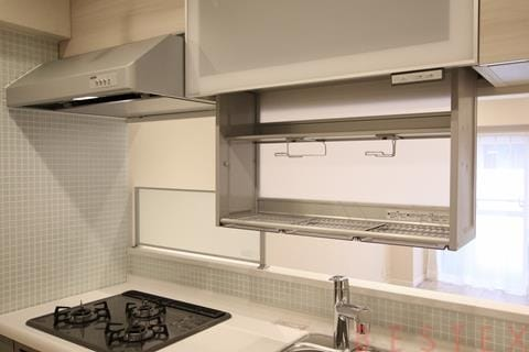 電動食器棚