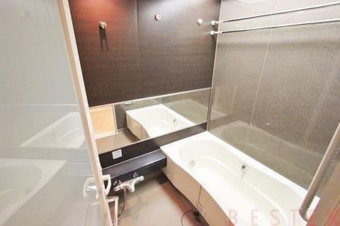 給湯追い焚き機能完備バスルーム