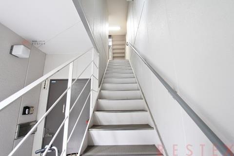 鉄骨造地上4階建て