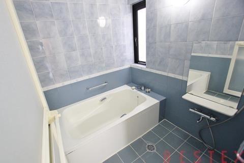 バスルーム追い焚き機能完備