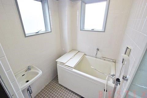 窓有バスルーム