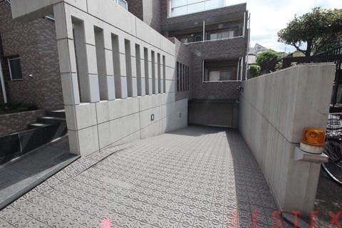 地下駐車場有