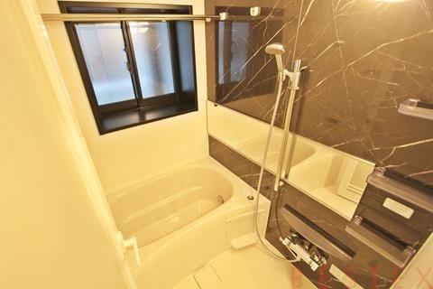 給湯追い焚き機能・浴室乾燥機完備