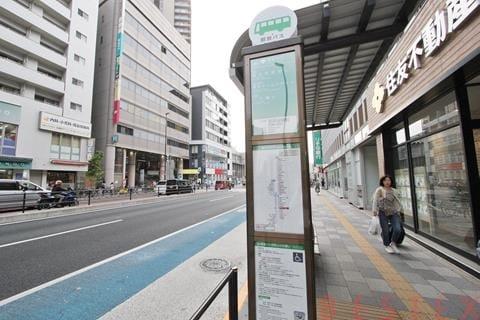 駅前バス停有
