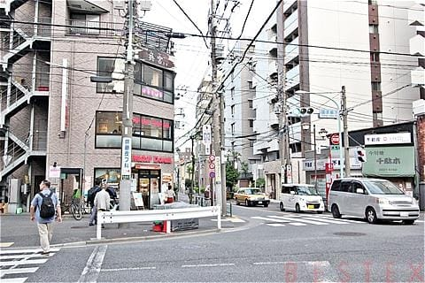 千駄木駅前