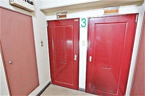 真っ赤な玄関