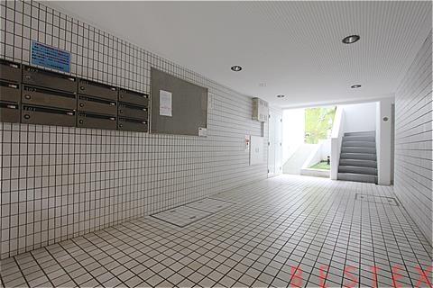 メゾンドゥ目白台 2階