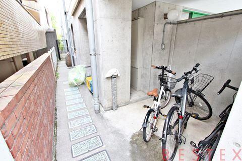 ゴミ捨て場や駐輪場