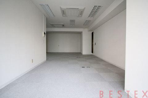 白山フローラルビル 1階